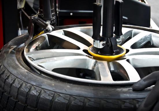 Ремонт боковых порезов шин на Дмитровском шоссе MaxiWheels